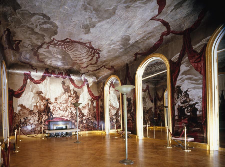 Vue du décor de la salle de bal de l'Hôtel de Wendel