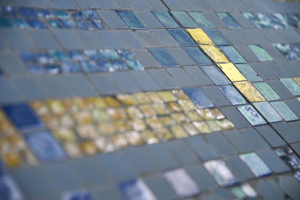 détail de mosaïque des Bains douches© Kévin Rouschausse - Ville de Laval