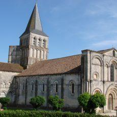 Les peintures murales de l'abbatiale millénaire de Saint-Amant-de-Boixe