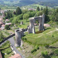 La « Potence d'Allègre », vestiges d'un château au sommet d'un volcan