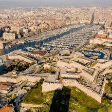 La citadelle Saint-Nicolas en surplomb du Vieux Port de Marseille
