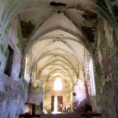 Le chœur de l'ancien couvent des Cordeliers à Thons